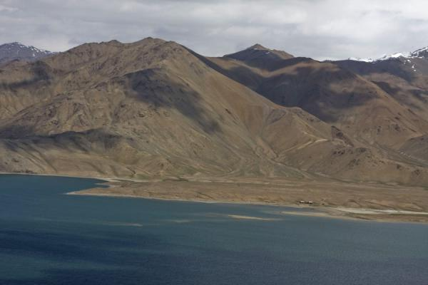 Foto van The northern shore of Yashil KulYashil Kul - Tadzjikistan