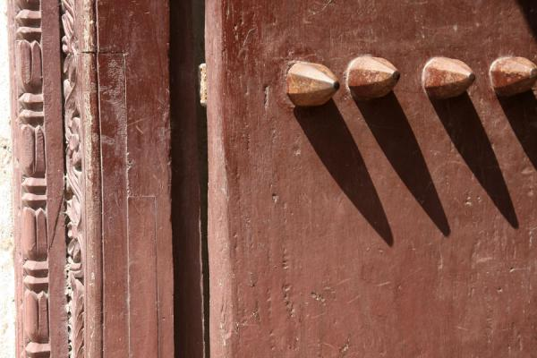 Close-up of the main entrance door to the German Fort | Bagamoyo | Tanzanie