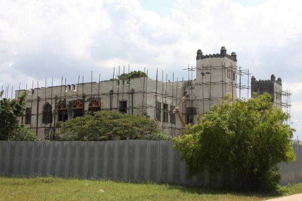Photo de Reconstructing the Boma, the German headquarters - Tanzanie - Afrique