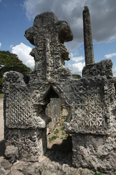 Close-up of grave | Kaole Ruins | Tanzania
