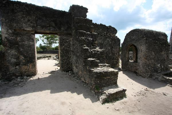 Foto di Ruins of the 13th century mosqueKaole - Tanzania