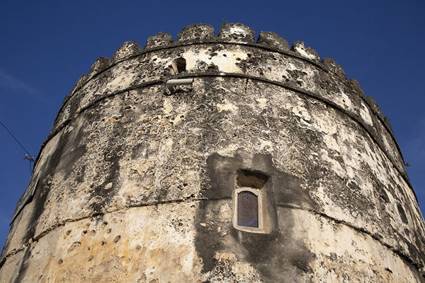 Looking up a tower of the Old Fort of Stone Town - 坦尚尼亚