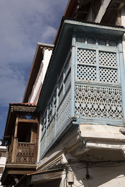 Photo de Balconies can be seen everywhere in Stone Town - Tanzanie - Afrique