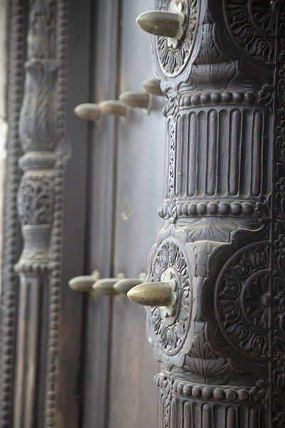 Foto van Close-up of wooden door of the House of WondersZanzibar City - Tanzania