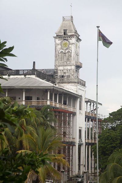 Photo de Side view of the House of Wonders with its characteristic clocktower - Tanzanie - Afrique