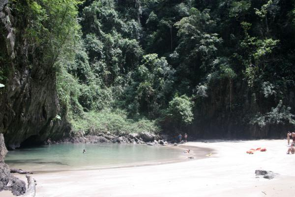 国所 (Tiny beach and sea at Emerald or Morakot Cave)