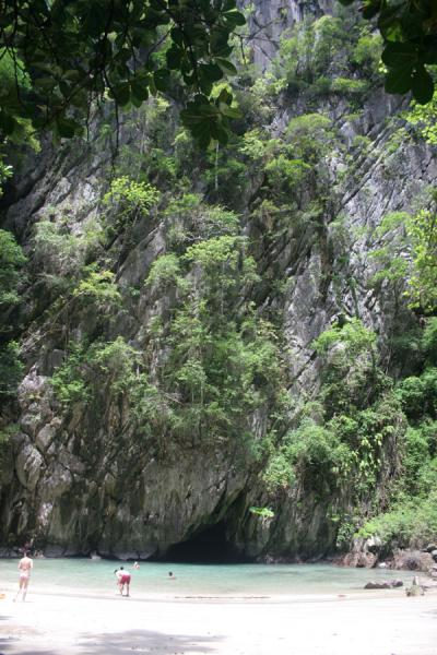 Picture of Emerald Cave (Thailand): Entrance of the tunnel to Emerald Cave