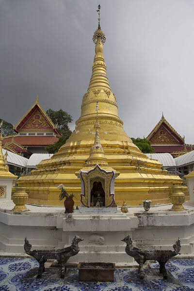 Picture of Ko Kret (Thailand): Golden stupa with dark sky at Wat Phai Lom