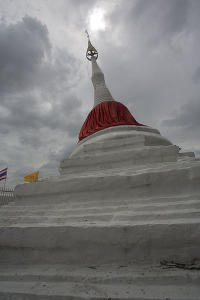 Photo de The leaning stupa of Wat Poramai YikawatKo Kret - Thailande