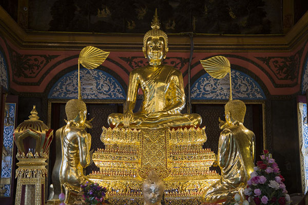Photo de Golden Buddha in Wat Phai LomKo Kret - Thailande