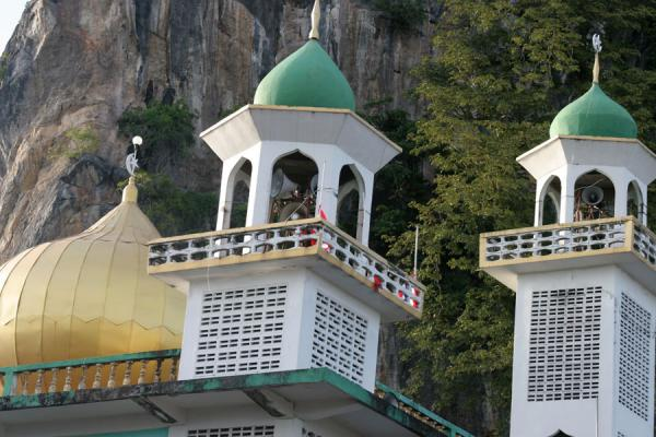 Minarets and cupola of mosque in Ko Panyi | 沟搬移 | 国所