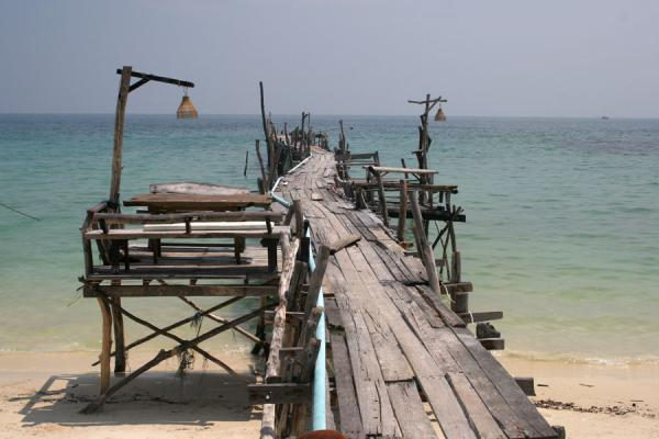 Rickety pier at Ao Lung Dum | Ko Samet | Tailandia