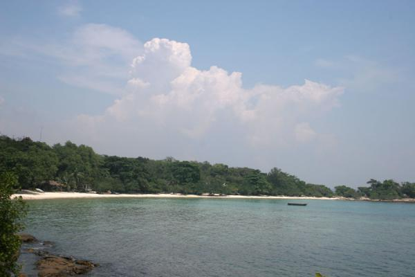 Foto van Bay of Ao Wai beach seen from the southern tip, Ko Samet - Thailand - Azi