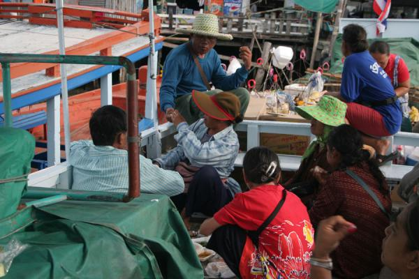 Getting ready for a day of selling on the beach: vendors on the boat to Ko Samet | Ko Samet | Thailande