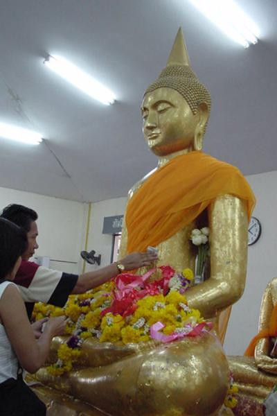 Picture of Luang Phor Sothorn (Thailand): Worshipping Buddha at Sothorn temple