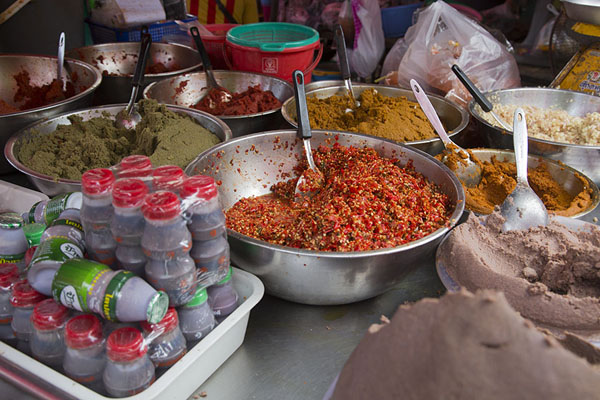 Bowl with spicy pastes for sale | Nonthaburi market | Thailand