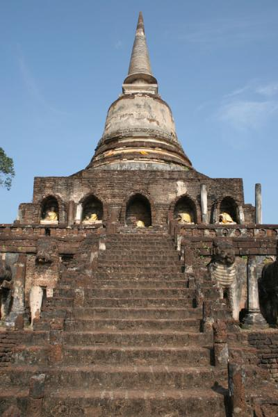 Picture of Si Satchanalai (Thailand): Wat Chang Lom seen from below