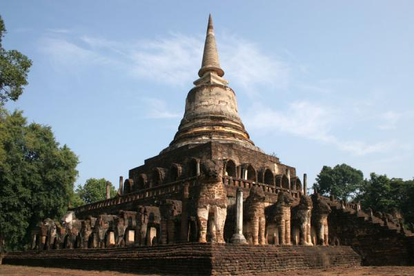 Picture of Si Satchanalai (Thailand): Wat Chang Lom seen from one of its corners