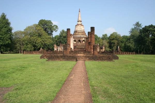 Picture of Si Satchanalai (Thailand): Wat Chang Lom temple seen from the path leading up to the temple