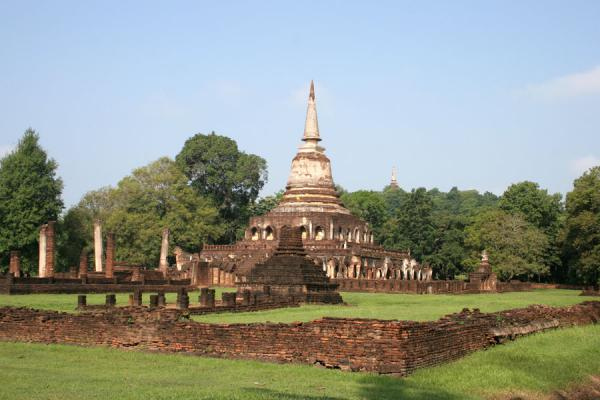 Picture of Si Satchanalai (Thailand): Wat Chang Lom: the masterpiece of Si Satchanalai historic park
