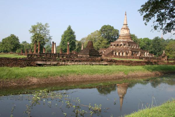Picture of Si Satchanalai (Thailand): Wat Chang Lom reflected in its surrounding water