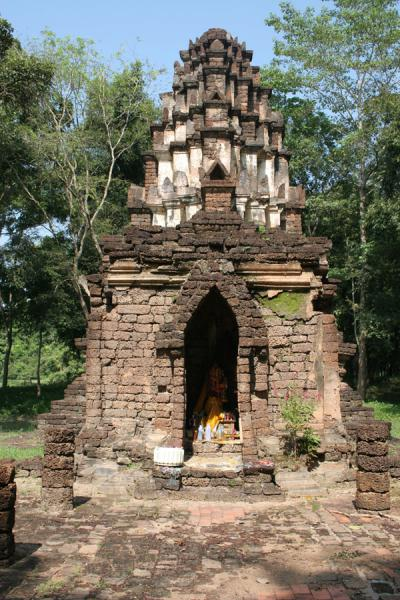 Picture of Si Satchanalai (Thailand): Small chedi of hidden temple