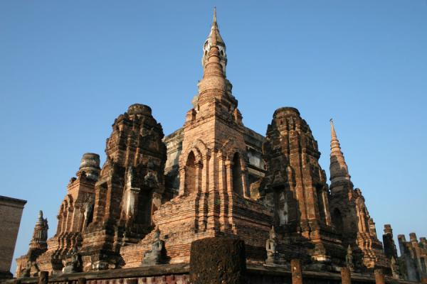 的照片 国所 (Wat Mahathat in Sukhothai seen from a corner)