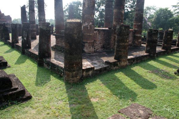 Picture of Sukhothai (Thailand): Wat Phra Phai Luang, Sukhothai: pillars and shadows