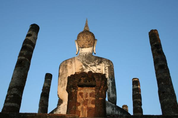 Picture of Sukhothai (Thailand): Wat Mahathat: Buddha seen from behind