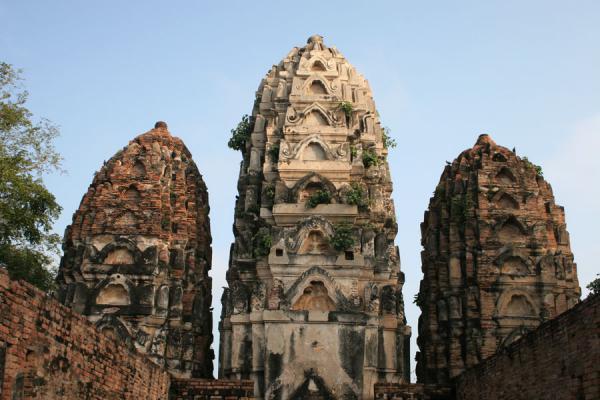 Picture of Sukhothai (Thailand): Wat Si Sawai: the three main prang