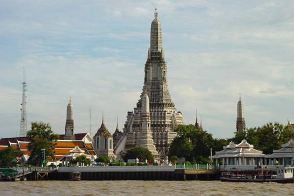 Foto van Wat Arun from the opposite side of the riverBangkok - Thailand