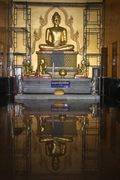 Picture of Wat Khao Sukim (Thailand): Wat Khao Sukim: reflections of Buddha on new floor