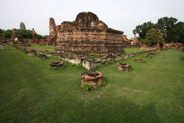 Picture of Wat Phra Mahathat (Thailand): Grassy field with ruins of Wat Phra Wahathat