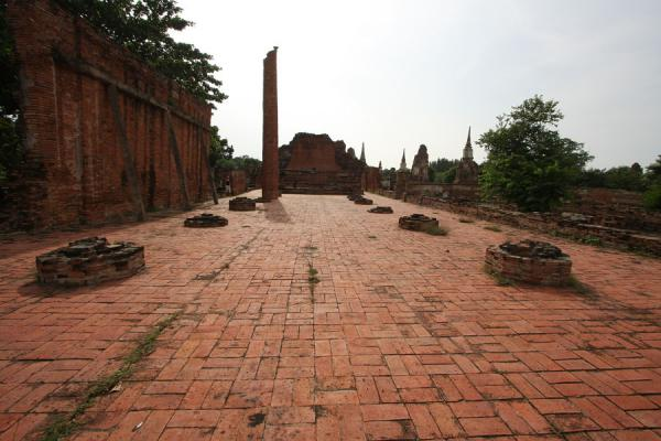 Picture of Wat Phra Mahathat (Thailand): Platform once holding statues of Buddhas at Wat Phra Wahathat