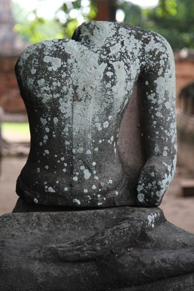 Picture of Wat Phra Mahathat (Thailand): Headless Buddha statue at Wahathat