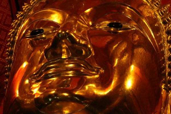 Photo de Enormous golden face of the Buddha statueAyutthaya - Thailande