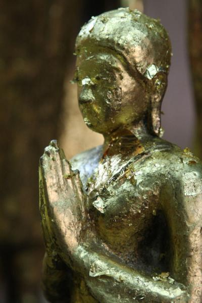 Photo de Small Buddha statue completely covered with goldpaperAyutthaya - Thailande
