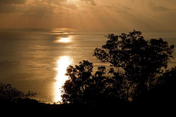 Foto van The sun rising over the sea on Atauro islandAtauro - Oost Timor