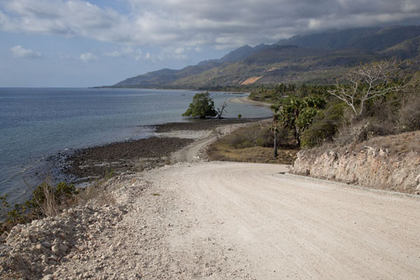 Photo de Coastal road on Atauro islandAtauro - Timor Oriental