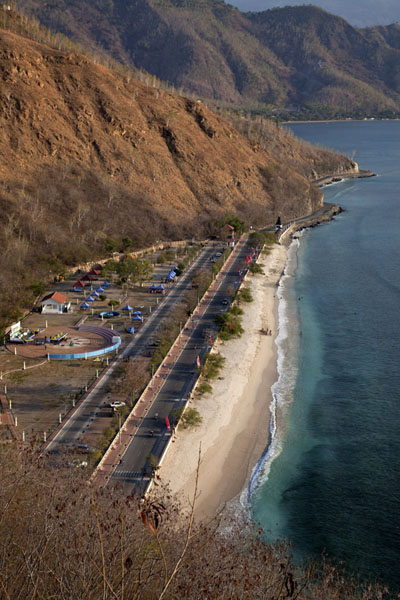 Foto van Beach of Areia Branca seen from the Cristo Rei statueDili - Oost Timor