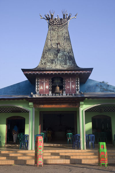 Photo de The catholic church of Lospalos with a tower in Fataluku styleLospalos - Timor Oriental