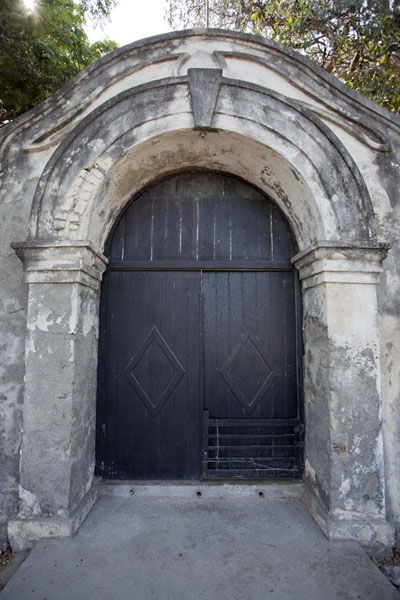 Picture of Maubara fortress (Timor-Leste): In this entrance gate, you can still see the colonial architectural details