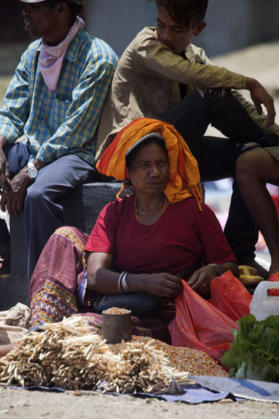 Woman selling vegetables at the market | Marché de Maubisse | Timor Oriental