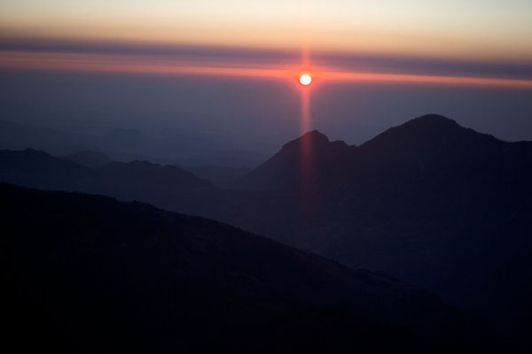 Foto di Sunrise over the summit of Mount RamelauRamelau - Timor Est