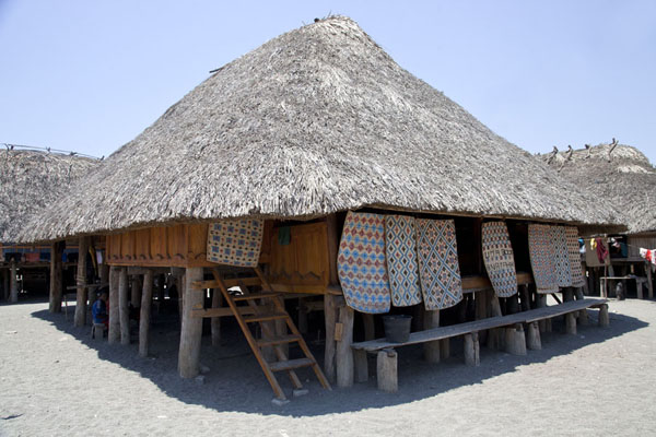 Big thatched hut with mats | Suai Loro | 帝汶勒斯特