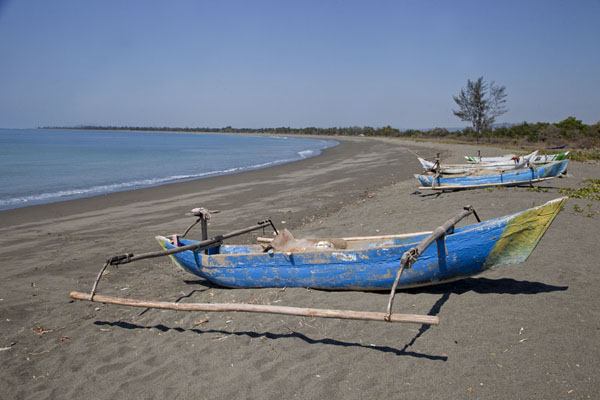 Beach of Suai Loro with fisher boats | Suai Loro | 帝汶勒斯特