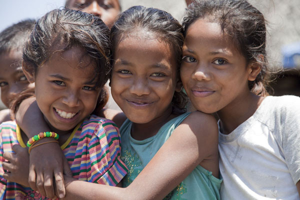 Picture of Girls posing for a picture in Suai LoroSuai Loro - Timor-Leste