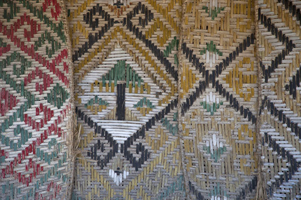 Mats of various patterns and colours on a house in Suai Loro | Suai Loro | 帝汶勒斯特