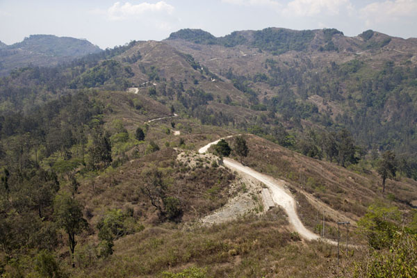 Foto di Timor Est (The Suai to Oeleu road meandering through the mountainous landscape of western Timor-Leste)