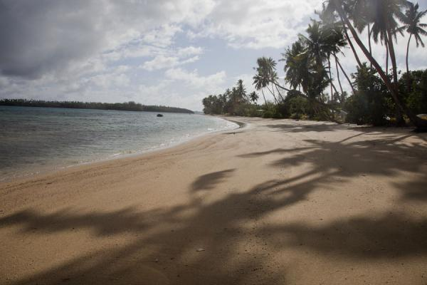 Picture of Ofu island (Tonga): White beach at low tide on the western side of Ofu island